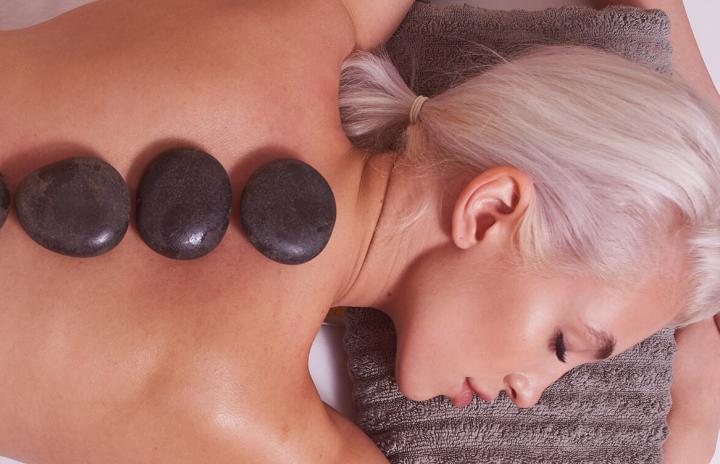 FYMC-masáž-horkými-lávovými-kameny